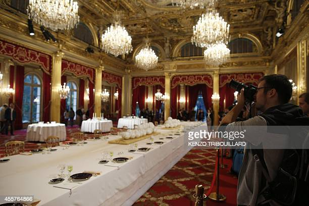 People visit the ball room of the Elysee presidential palace in Paris on September 20 2014 as part of the 31st edition of France's European heritage...