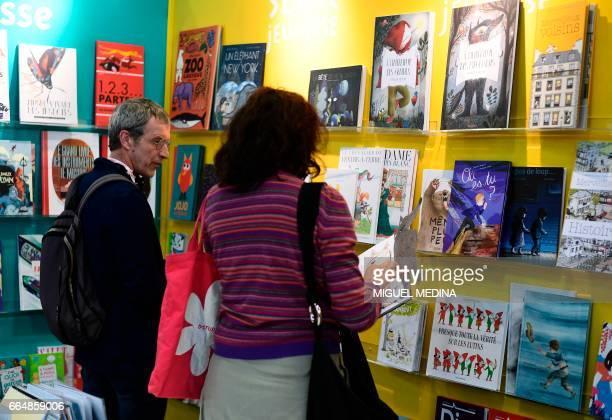 People visit the International Children's book fair on April 5 2017 in Bologne / AFP PHOTO / MIGUEL MEDINA