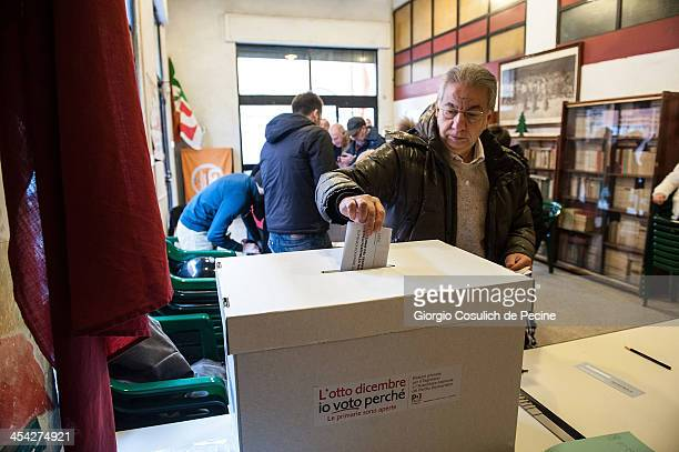 People vote during the PD primary elections on December 8 2013 in Rome Italy Italians are voting today to elect the new leader of the centreleft...