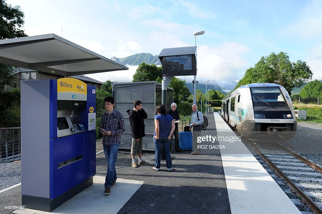 People wait as the train arrives on June 30, 2016 in Bedous station, southwestern France, on the future Pau-Canfranc line. / AFP / Iroz Gaizka