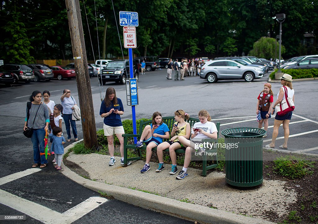 People wait for Democratic presidential candidate former Secretary of State Hillary Clinton, former President Bill Clinton and New York Governor Andrew M. Cuomo to walk in the Memorial Day parade May 30, 2016 in Chappaqua, New York.
