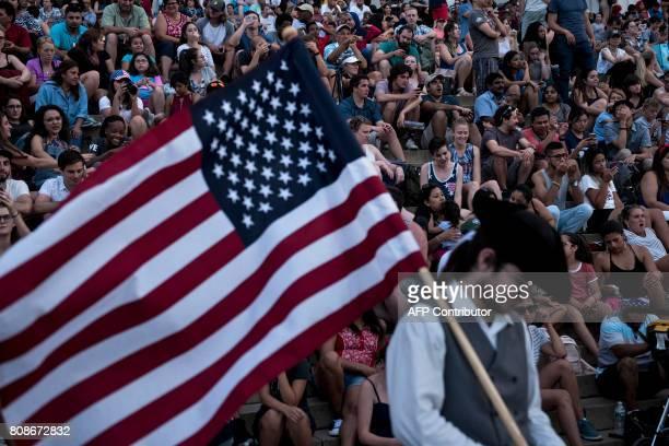 People wait for fireworks to celebrate US independence day on July 4 2017 in Washington DC / AFP PHOTO / Brendan Smialowski