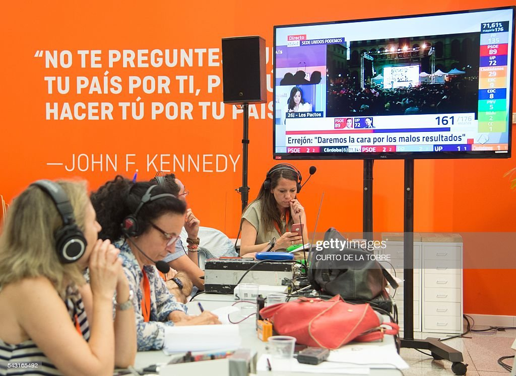 People wait for official results at the center-right party Ciudadanos's headquarters during the Spanish general elections in Madrid, on June 26, 2016. Spain's second elections in six months was due to conclude on June 26 in much the same way as they did in December, with the incumbent conservatives winning tailed by the Socialist party, partial results showed. / AFP / CURTO
