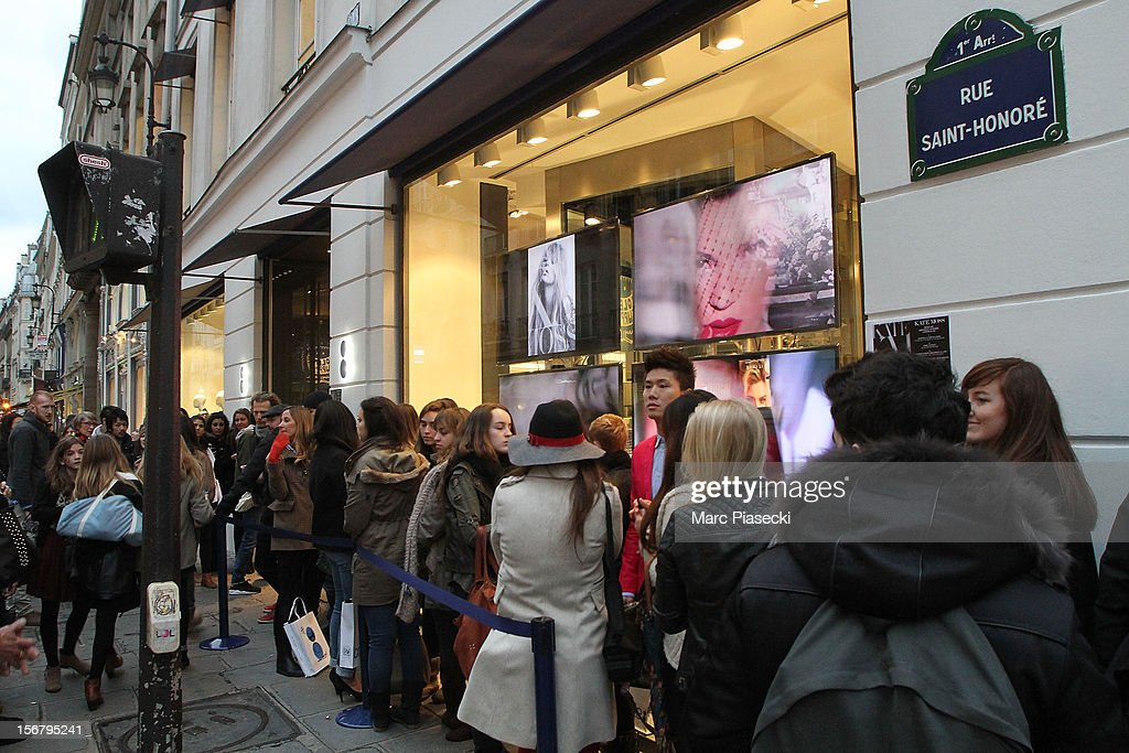 People wait for supermodel Kate Moss at the 'Colette' store on November 21, 2012 in Paris, France.