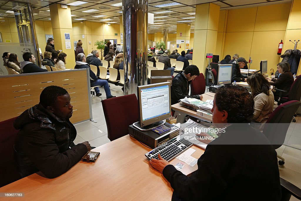 People wait in a government employment office in Burgos on February 4, 2013.The number of Spaniards officially registered as unemployed rose to 4.98 million in January, according to Labour Ministry data released today, as the country's recession deepened.