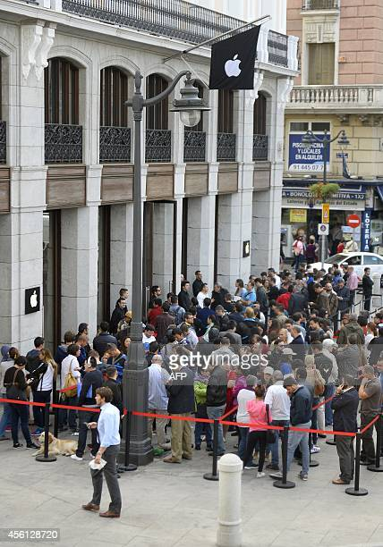 People wait in front of the Apple Store in Madrid to buy the latest iPhone the iPhone 6 on September 26 2014 in Madrid US stocks sank Thursday led by...