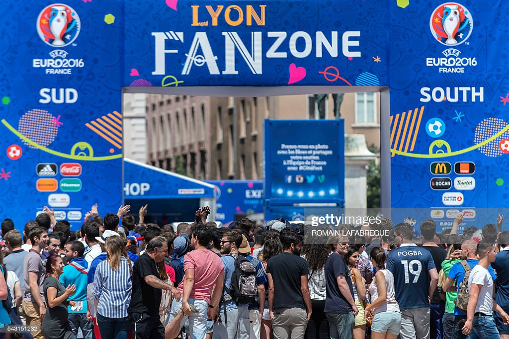 People wait outside the Lyon's fanzone before the Euro 2016 round of sixteen football match between France and Eire during the Euro 2016 football tournament on June 26, 2016. / AFP / ROMAIN