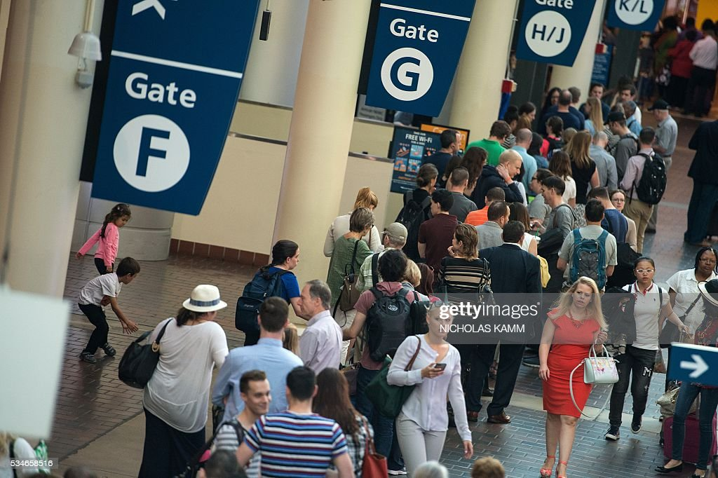 People wait to board a train at Union Station in Washington, DC, on May 27, 2016. / AFP / Nicholas Kamm