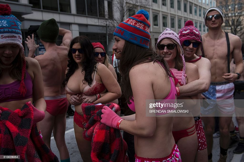 People wait to run in 'Cupid's Undie Run' to raise money for charity on February 13, 2016 in Washington, DC. Participants run a 1.75 mile (2.81kms) lap in front of the U. Capitol in their Valentine's-themed underwear, raising funds for the Children's Tumor Foundation. The temperature high on Saturday reached 20 degrees Fahrenheit (-6.6 Celsius). / AFP / Brendan Smialowski