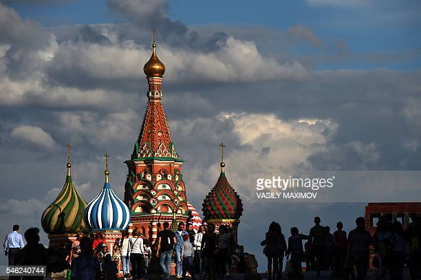 People walk along the Red Square toward to St Basil's Cathedral in Moscow on July 11 2016 / AFP / VASILY MAXIMOV