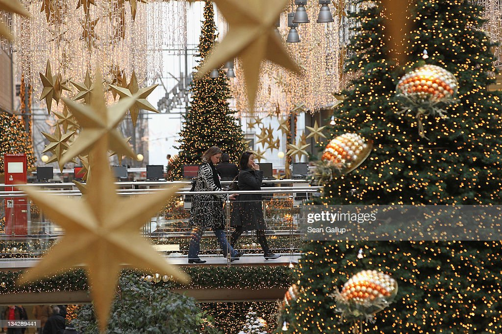 Decorations In Germany During Christmas : Retailers expect strong christmas ping season getty