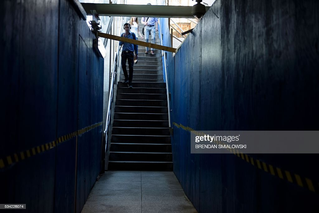 People walk into the Van Ness UDC metro during escalator repairs in the Metro transit system May 25, 2016 in Washington, DC. / AFP / Brendan Smialowski