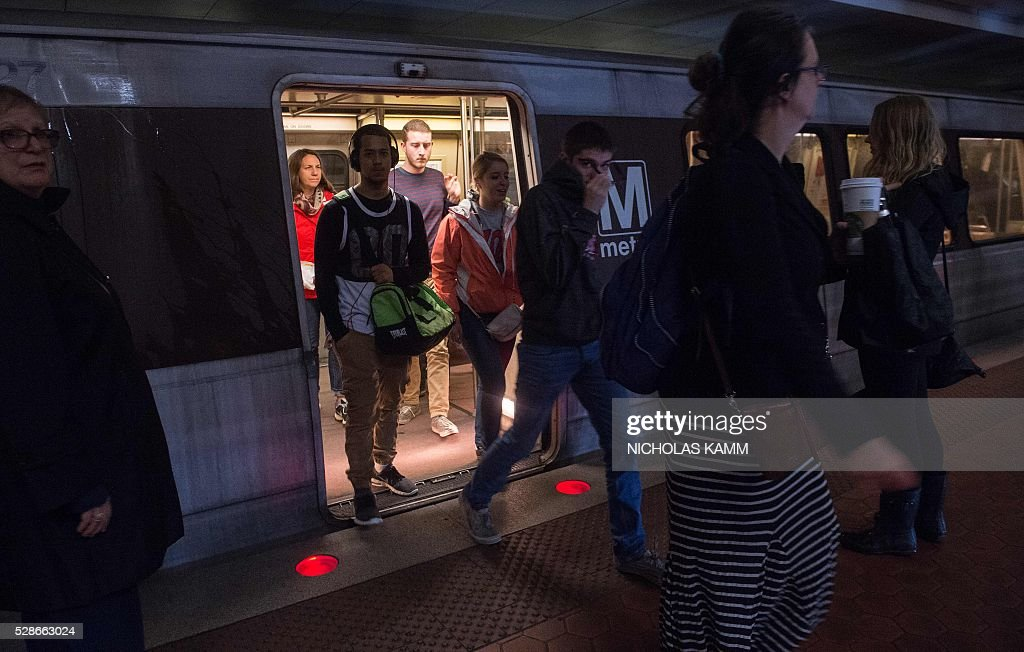 People walk off a Metro train at the Farragut North station in Washington, DC, on May 6, 2016. / AFP / NICHOLAS