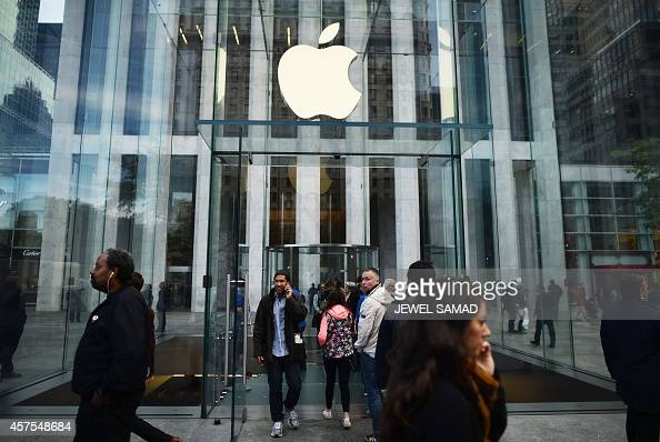 People walk past an Apple store in New York on October 20 2014 AFP PHOTO/Jewel Samad