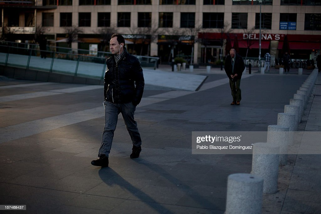 People walk past Bankia building at Plaza de Castilla on December 3, 2012 in Madrid, Spain. Spain has formally requested 39.5 billion euros of European funds to bailout a number of its struggling banks.