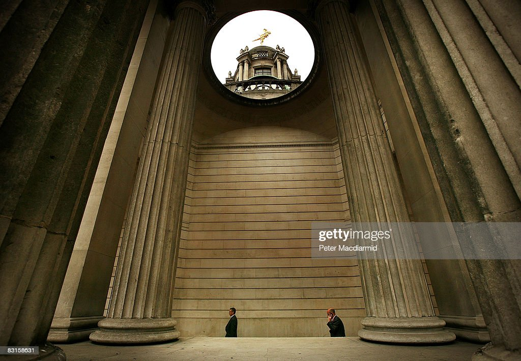 People walk past the Bank of England on October 7, 2008 in London. Financial markets continue to fluctuate as the banking crisis continues.