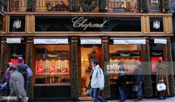 People walk past the Chopard jewellery store in New Bond Street on November 23 2006 in London England The price of Gold in London steadied in quiet...