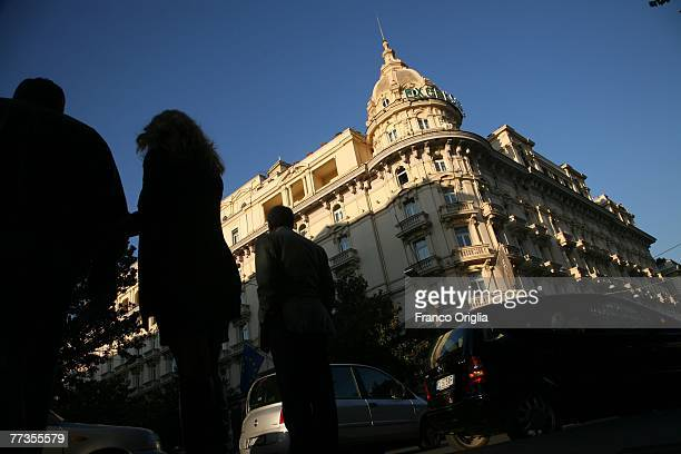 People walk through the Excelsior Hotel and the Fellini's Via Veneto October 16 2007 in Rome Italy The second edition of CINEMA Rome Film Fest will...