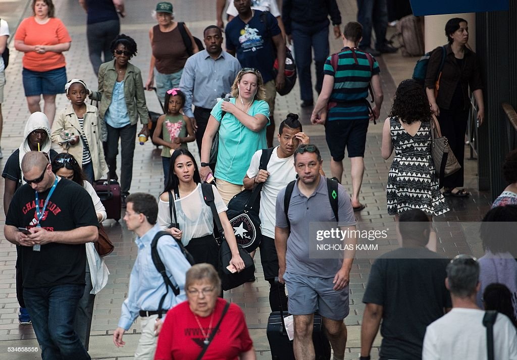 People walk through Union Station in Washington, DC, on May 27, 2016. / AFP / Nicholas Kamm