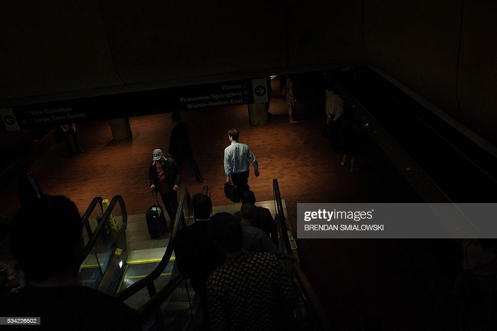 People walk to the Blue, Yellow and Silver line in the Metro Center station in the Metro transit system May 25, 2016 in Washington, DC. / AFP / Brendan Smialowski