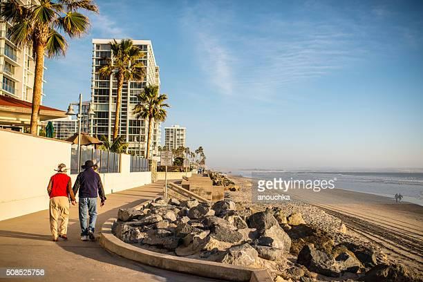 Menschen gehen auf Coronado Strand, VEREINIGTE STAATEN