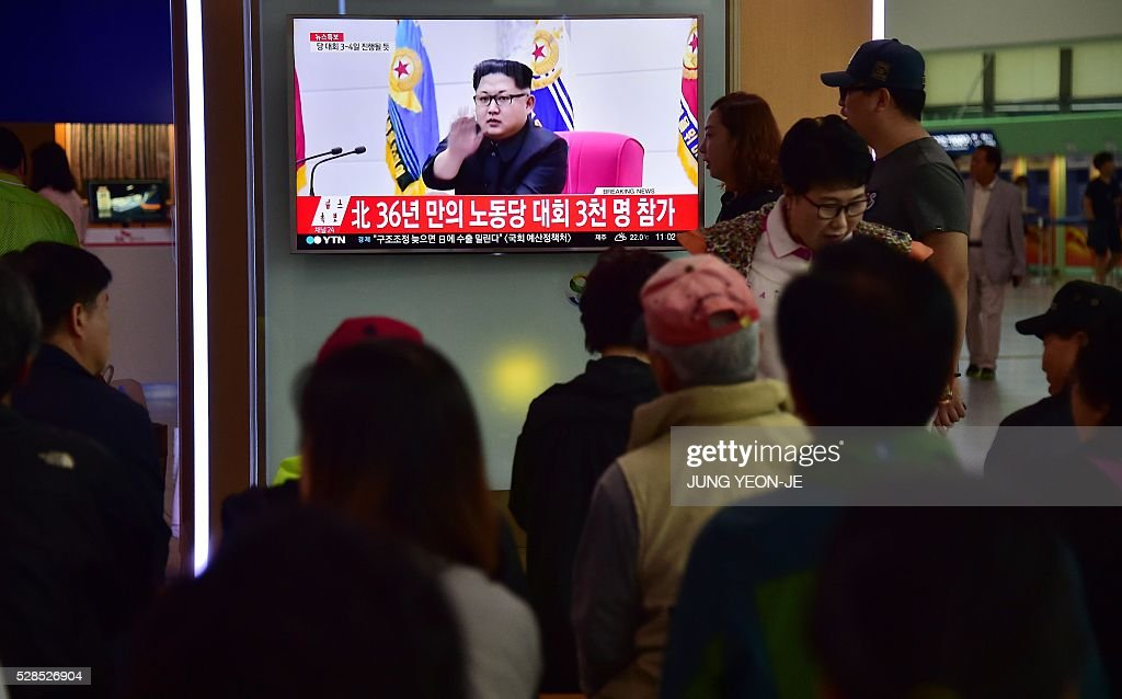 People watch a television news broadcast showing file footage of North Korean leader Kim Jong-Un, at a railway station in Seoul on May 6, 2016. North Korea raised the curtain on May 6 on its biggest political show for a generation, aimed at cementing the absolute rule of leader Kim Jong-Un and shadowed by the possibility of an imminent nuclear test. / AFP / JUNG