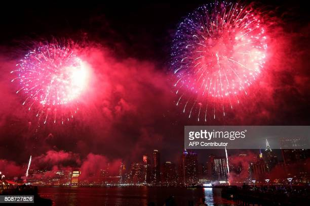 People watch the annual Macy's 4th of July fireworks show from Queens New York on July 4 2017 / AFP PHOTO / EDUARDO MUNOZ ALVAREZ
