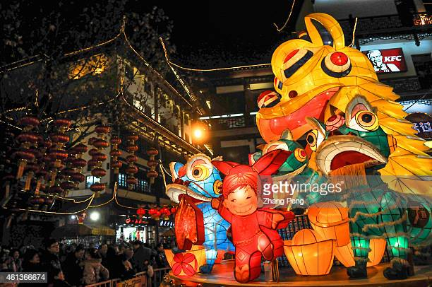 People were watching a traditional lantern light show on the 2011 Shanghai Yuyuan Chinese Festivals temple fair Because of the disastrous stampede in...