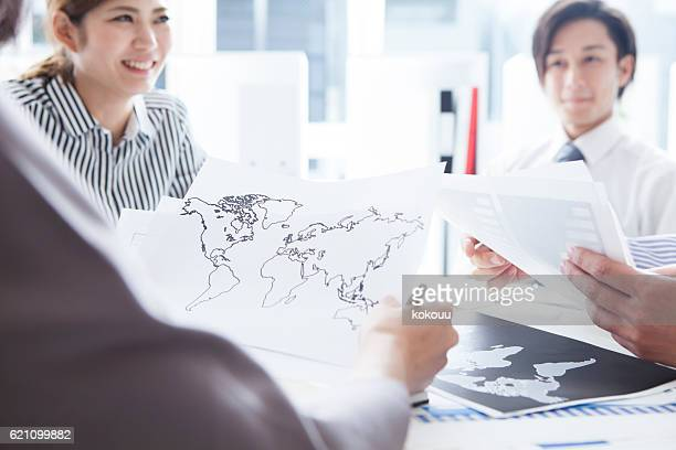 People who have a meeting for global expansion of company