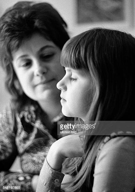 people young woman talking with a girl aged 30 to 40 years aged 10 to 12 years Doris Birgit