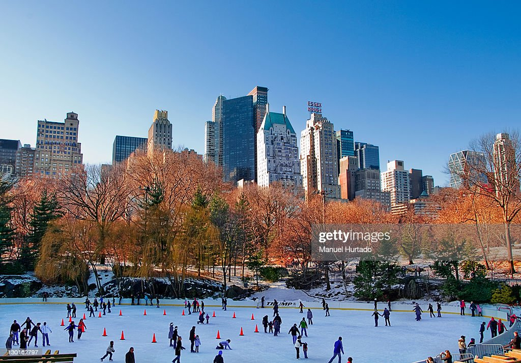 Peoples doing skating at Central Park : Stock Photo