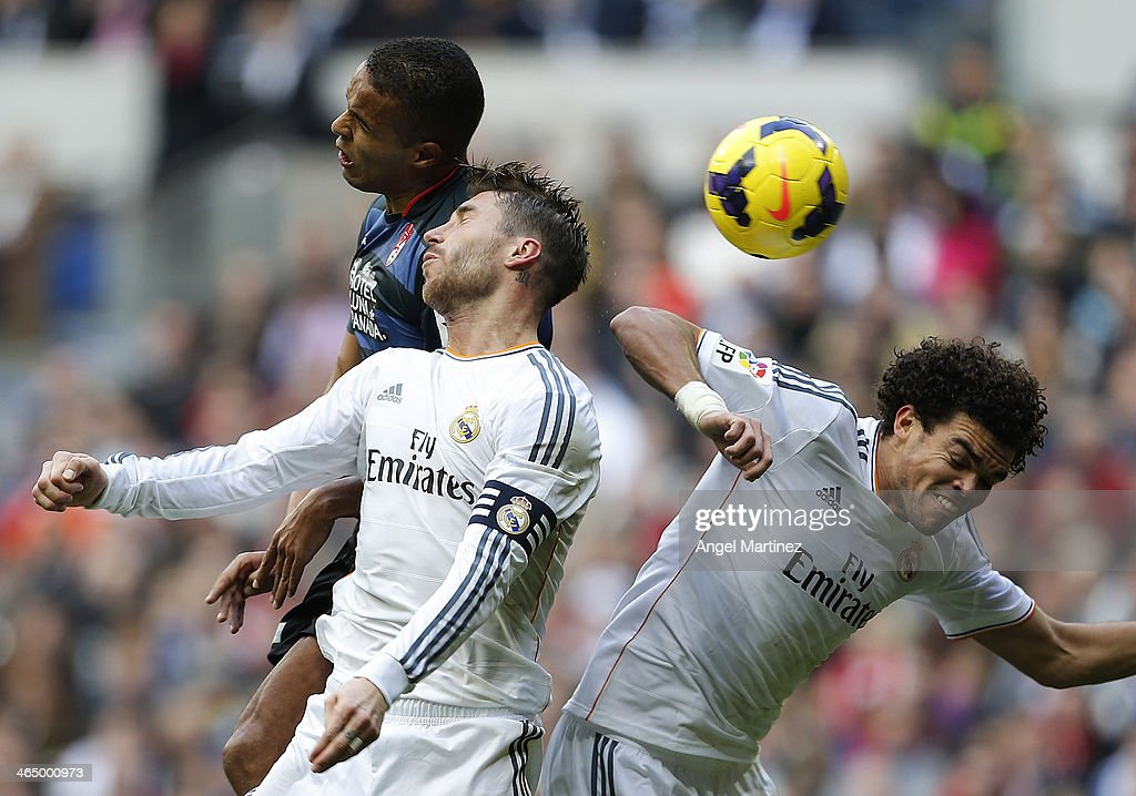 Pepe (R) and Sergio Ramos of Real Madrid compete for the ball with Youssef El Arabi of Granada during the La Liga match between Real Madrid and Granada CF at Estadio Santiago Bernabeu on January 25, 2014 in Madrid, Spain.