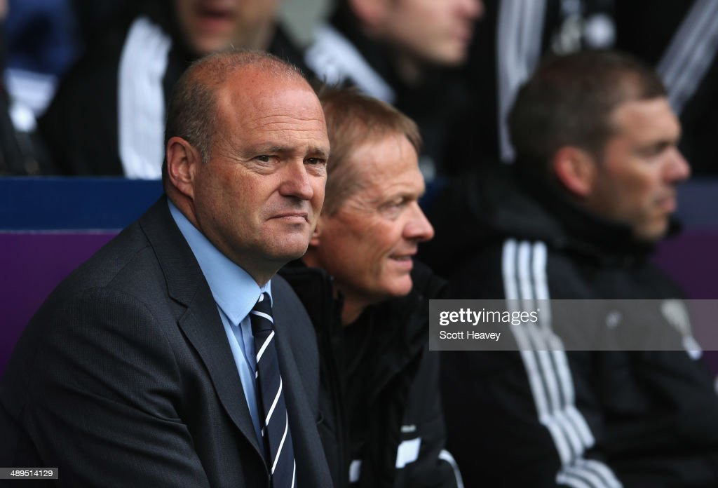 <a gi-track='captionPersonalityLinkClicked' href=/galleries/search?phrase=Pepe+Mel&family=editorial&specificpeople=3667674 ng-click='$event.stopPropagation()'>Pepe Mel</a> manager of West Bromwich Albion (L) looks on prior to the Barclays Premier League match between West Bromwich Albion and Stoke City at The Hawthorns on May 11, 2014 in West Bromwich, England.