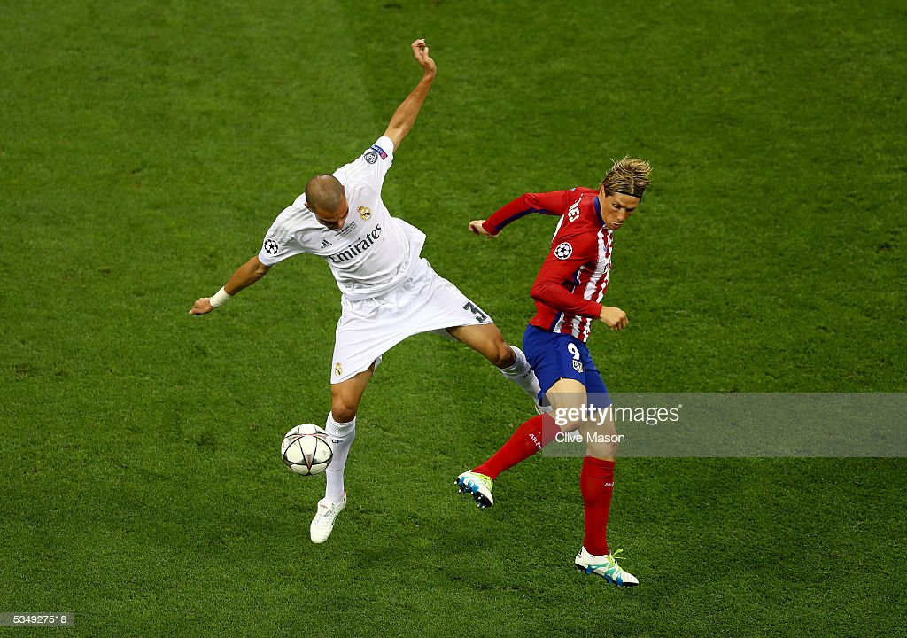 <a gi-track='captionPersonalityLinkClicked' href=/galleries/search?phrase=Pepe+-+Portuguese+Soccer+Player&family=editorial&specificpeople=4401229 ng-click='$event.stopPropagation()'>Pepe</a> of Real Madrid battles for the ball with <a gi-track='captionPersonalityLinkClicked' href=/galleries/search?phrase=Fernando+Torres&family=editorial&specificpeople=194755 ng-click='$event.stopPropagation()'>Fernando Torres</a> of Atletico Madrid during the UEFA Champions League Final match between Real Madrid and Club Atletico de Madrid at Stadio Giuseppe Meazza on May 28, 2016 in Milan, Italy.