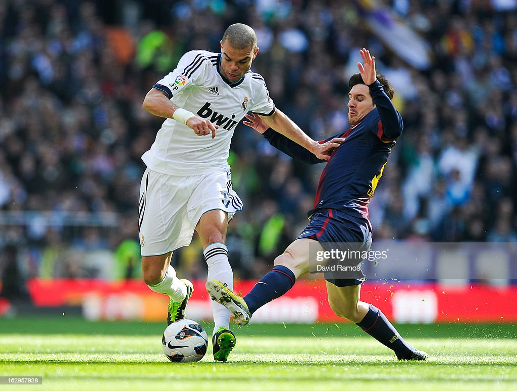 Pepe of Real Madrid CF duels for the ball with <a gi-track='captionPersonalityLinkClicked' href=/galleries/search?phrase=Lionel+Messi&family=editorial&specificpeople=453305 ng-click='$event.stopPropagation()'>Lionel Messi</a> of FC Barcelona during the La Liga match between Real Madrid CF and FC Barcelona at Bernabeu on March 2, 2013 in Madrid, Spain.