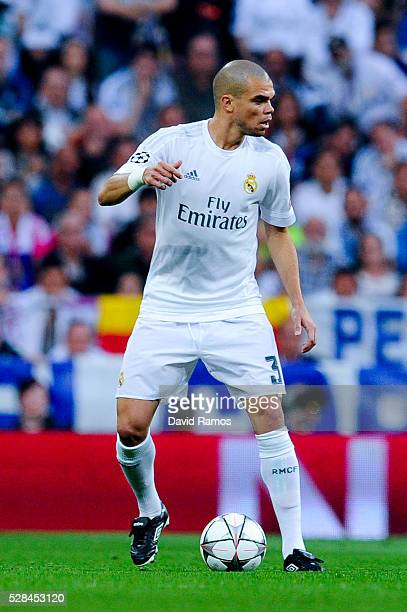 Pepe of Real Madrid CF runs with the ball during the UEFA Champions League Semi Final second leg match between Real Madrid and Manchester City FC at...