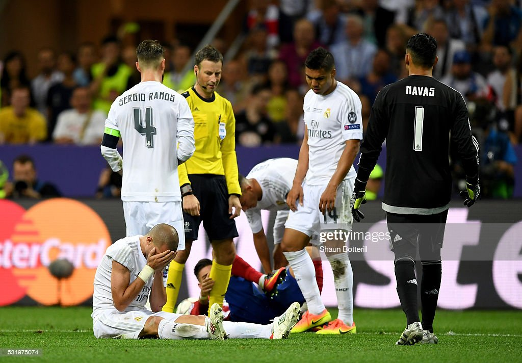 <a gi-track='captionPersonalityLinkClicked' href=/galleries/search?phrase=Pepe+-+Portuguese+Soccer+Player&family=editorial&specificpeople=4401229 ng-click='$event.stopPropagation()'>Pepe</a> of Real Madrid holds his face after clashing with Yannick Carrasco of Atletico Madrid during the UEFA Champions League Final match between Real Madrid and Club Atletico de Madrid at Stadio Giuseppe Meazza on May 28, 2016 in Milan, Italy.