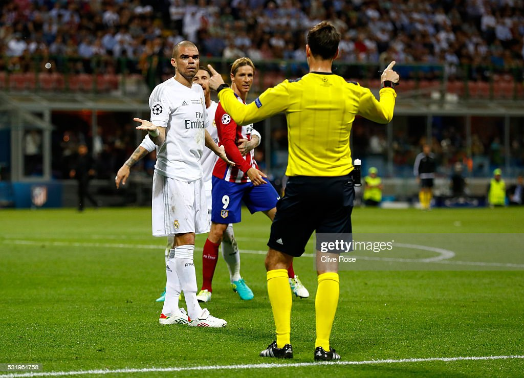 <a gi-track='captionPersonalityLinkClicked' href=/galleries/search?phrase=Pepe+-+Portuguese+Soccer+Player&family=editorial&specificpeople=4401229 ng-click='$event.stopPropagation()'>Pepe</a> of Real Madrid (l) reacts as he is given a talking to by Referee Mark Clattenburg as Fernando Torres of Atletico Madrid (c) looks on during the UEFA Champions League Final match between Real Madrid and Club Atletico de Madrid at Stadio Giuseppe Meazza on May 28, 2016 in Milan, Italy.