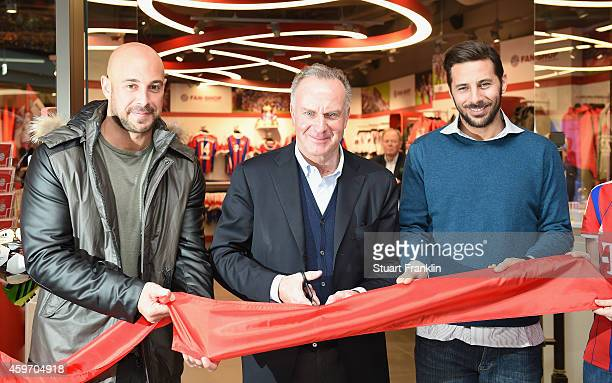 Pepe Reina KarlHeinz Rummenigge CEO of FC Bayern Muenchen and Claudio Pizarro at the opening of the FC Bayern Muenchen Official Fan Shop at LP12 Mall...