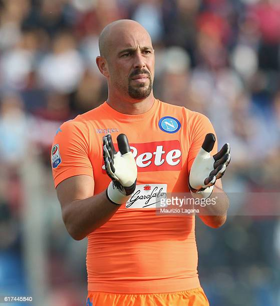 Pepe Reina of Napoli applaudes during the Serie A match between FC Crotone and SSC Napoli at Stadio Comunale Ezio Scida on October 23 2016 in Crotone...