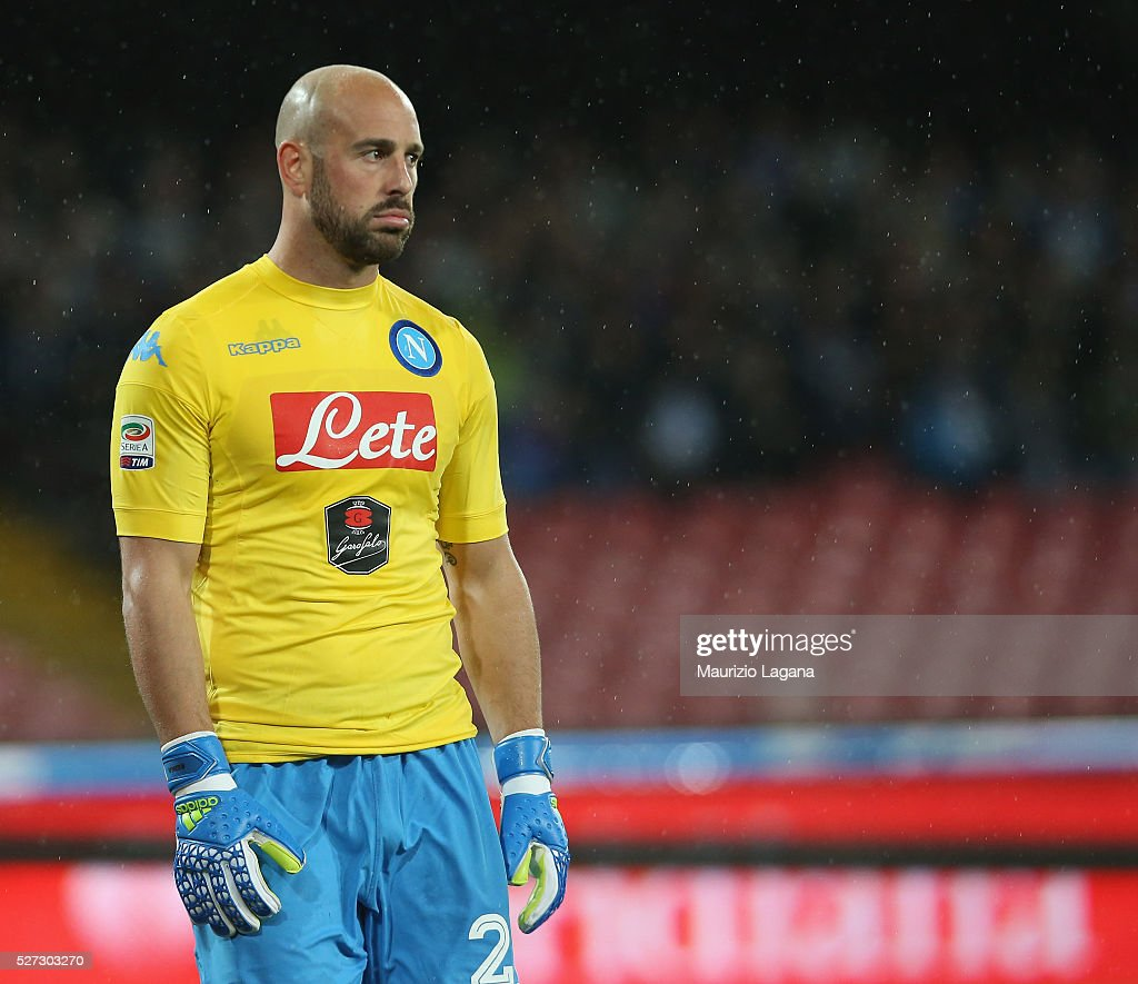 Pepe Reina of Napoli during the Serie A match between SSC Napoli and Atalanta BC at Stadio San Paolo on May 1, 2016 in Naples, Italy.