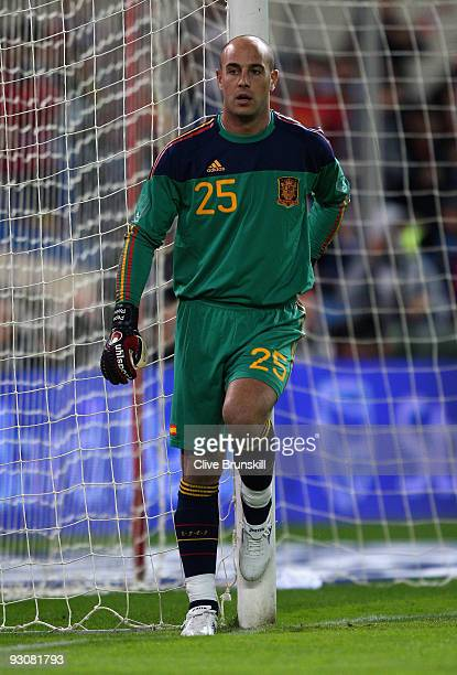 Pepe Reina of Spain in action during the friendly International football match Spain against Argentina at the Vicente Calderon stadium in Madrid on...