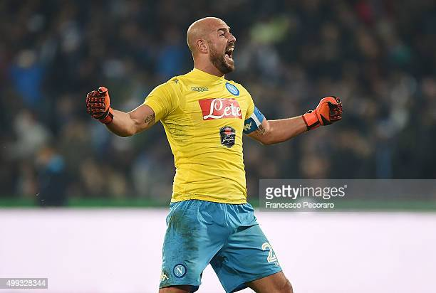 Pepe Reina of SSC Napoli celebrate the victory after the Serie A match between SSC Napoli and FC Internazionale Milano at Stadio San Paolo on...