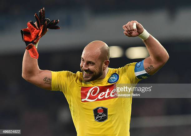 Pepe Reina of SSC Napoli celebrates the victory after the Serie A match between SSC Napoli and FC Internazionale Milano at Stadio San Paolo on...