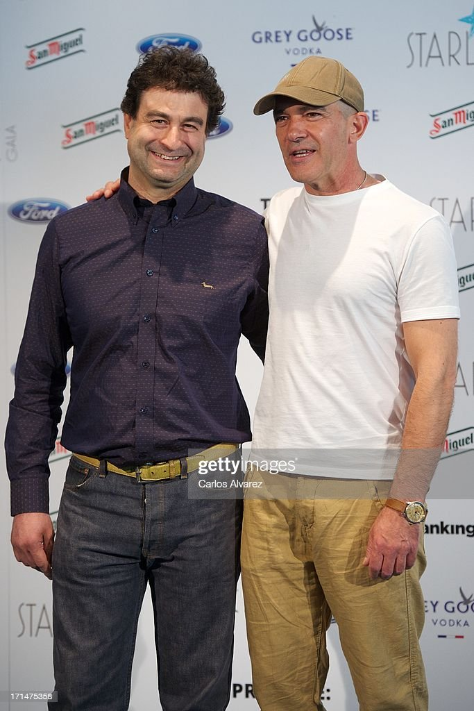 ¿Cuánto mide Antonio Banderas? - Altura - Real height Pepe-rodriguez-and-spanish-actor-antonio-banderas-present-the-gala-picture-id171475358