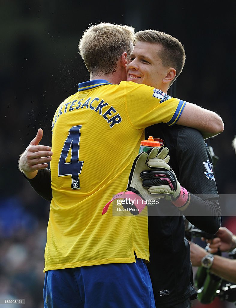 <a gi-track='captionPersonalityLinkClicked' href=/galleries/search?phrase=Per+Mertesacker&family=editorial&specificpeople=207135 ng-click='$event.stopPropagation()'>Per Mertesacker</a> and <a gi-track='captionPersonalityLinkClicked' href=/galleries/search?phrase=Wojciech+Szczesny&family=editorial&specificpeople=6539507 ng-click='$event.stopPropagation()'>Wojciech Szczesny</a> of Arsenal hug after the Barclays Premier League match between Crystal Palace and Arsenal at Selhurst Park on October 26, 2013 in London, England.