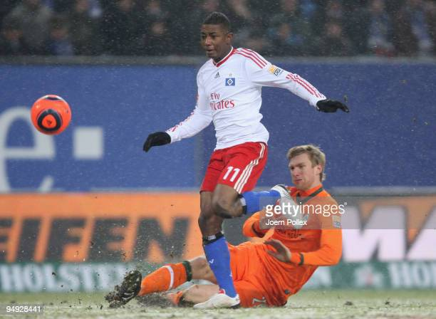Per Mertesacker of Bremen and Eljero Elia of Hamburg battle for the ball during the Bundesliga match between Hamburger SV and Werder Bremen at HSH...