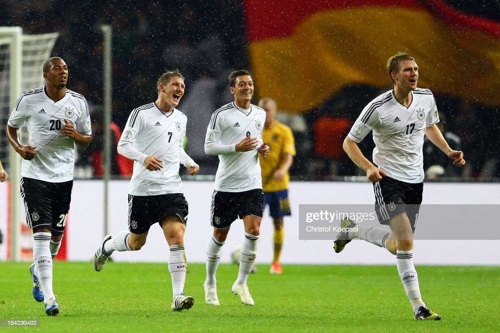 <a gi-track='captionPersonalityLinkClicked' href=/galleries/search?phrase=Per+Mertesacker&family=editorial&specificpeople=207135 ng-click='$event.stopPropagation()'>Per Mertesacker</a> of Germany (R) celebrates the third goal with <a gi-track='captionPersonalityLinkClicked' href=/galleries/search?phrase=Jerome+Boateng&family=editorial&specificpeople=2192287 ng-click='$event.stopPropagation()'>Jerome Boateng</a> (L), <a gi-track='captionPersonalityLinkClicked' href=/galleries/search?phrase=Bastian+Schweinsteiger&family=editorial&specificpeople=203122 ng-click='$event.stopPropagation()'>Bastian Schweinsteiger</a> (2nd L) and <a gi-track='captionPersonalityLinkClicked' href=/galleries/search?phrase=Mesut+Oezil&family=editorial&specificpeople=764075 ng-click='$event.stopPropagation()'>Mesut Oezil</a> (2nd R) during the FIFA 2014 World Cup qualifier group C match between German and Sweden at Olympiastadion on October 16, 2012 in Berlin, Germany.