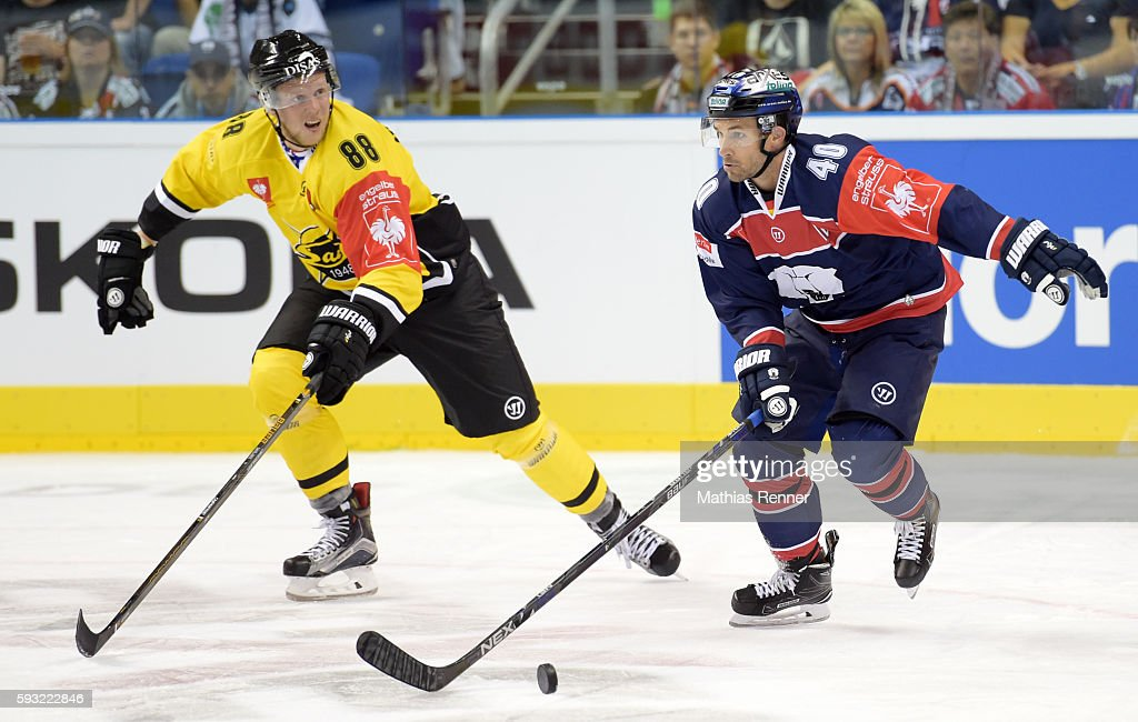 Per SavilahtiNagander of SaiPa Lappeenranta and Darin Olver of the Eisbaeren Berlin during the Champions Hockey League game between the Eisbaeren...