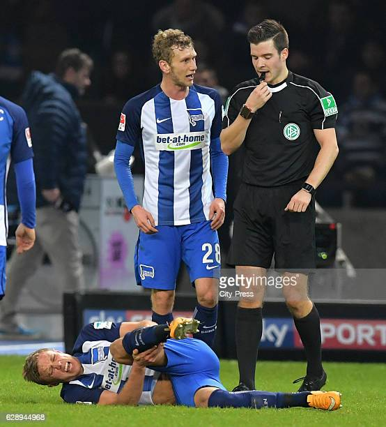 Per Skjelbred Fabian Lustenberger of Hertha BSC and referee Harm Osmers after the game between Hertha BSC and Werder Bremen on december 10 2016 in...